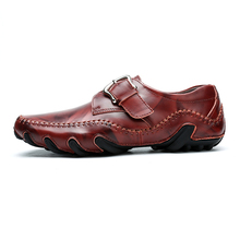 цена на Retro Roman Genuine Leather Casual Shoes Men Fashion Soft Comfortable High Quality Loafers Male Outdoor Slip-on Driving Shoe