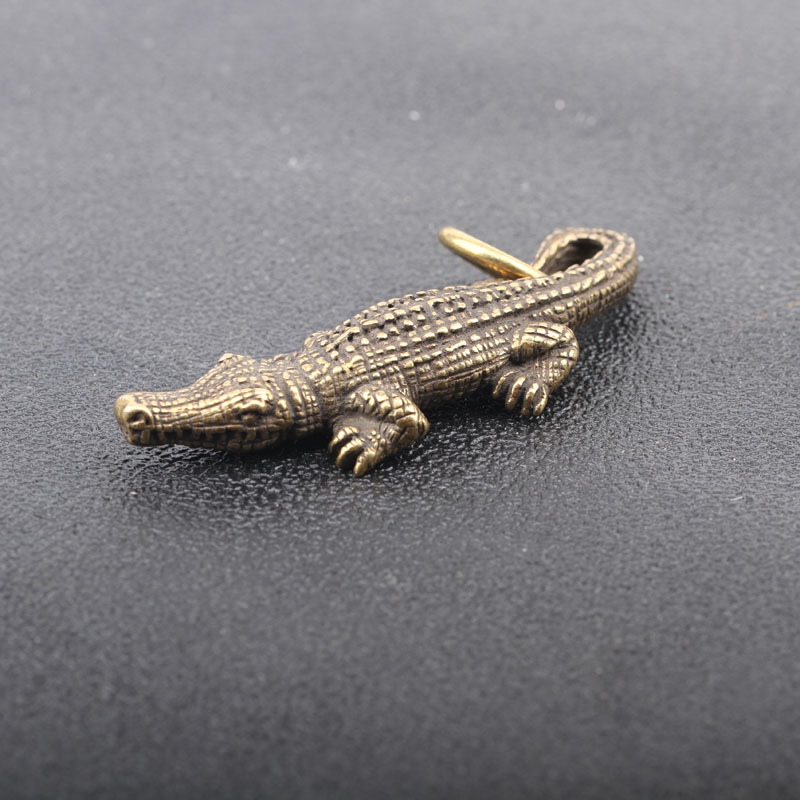 Mini Brass Crocodile Statue Vintage Key Chain Decoration Ornament Animal Sculpture Home Office Desk Ornament Funny Toy Gift