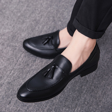все цены на 2019 Men Casual Shoes Breathable Leather Loafers Business Office Shoes For Men Driving Moccasins Comfortable Slip On Tassel Shoe онлайн