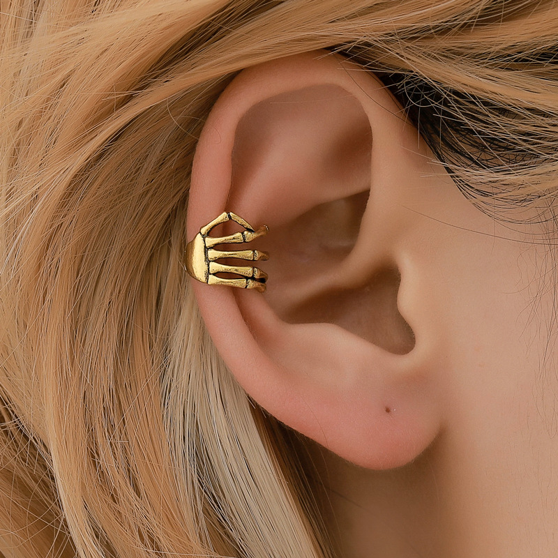 Fashion Ear Cuff Skull Hand Gold Silver Color <font><b>Earrings</b></font> <font><b>Clip</b></font> For Women And Men Without Piercing <font><b>Clip</b></font> <font><b>On</b></font> <font><b>Earrings</b></font> Bijoux Femme image