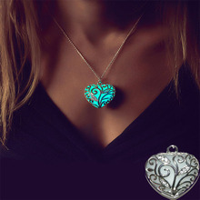 2019 Fashion Hollow Heart Pendant Necklace Silver Chain Charm Glowing Pendant for Women Luminous Necklace Jewelry Accessories