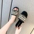Женские шлепанцы на плоской подошве, повседневные пляжные сандалии в европейском и американском стиле, с Вышивкой Букв D, лето 2021
