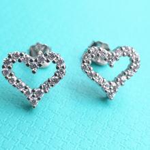 Серьги в форме сердца из серебра 925 пробы с цирконом