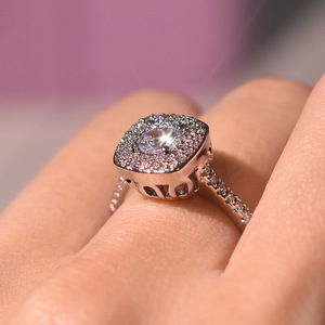 Image 4 - S925 prata cor quadrado anel de diamante para mulher 2 quilates anillos bizuteria jóias de casamento branco topázio pedra preciosa anel de diamante caixa