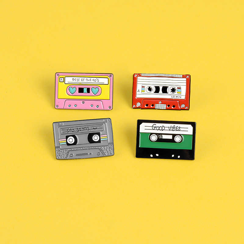 Klasik Magnetic Tape Enamel Pin Retro Merah Muda Merah Lirik Lagu Cinta Bros Terbaik 90-An Kerah Pin Lencana Pakaian Ransel Perhiasan hadiah