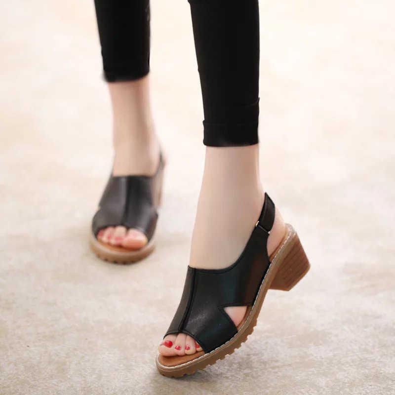 Kadınlar yaz açık ayak Pu deri tıknaz topuklu sandalet kadın kaymaz toka askı rahat moda ayakkabılar kadın düz bayan ayakkabıları