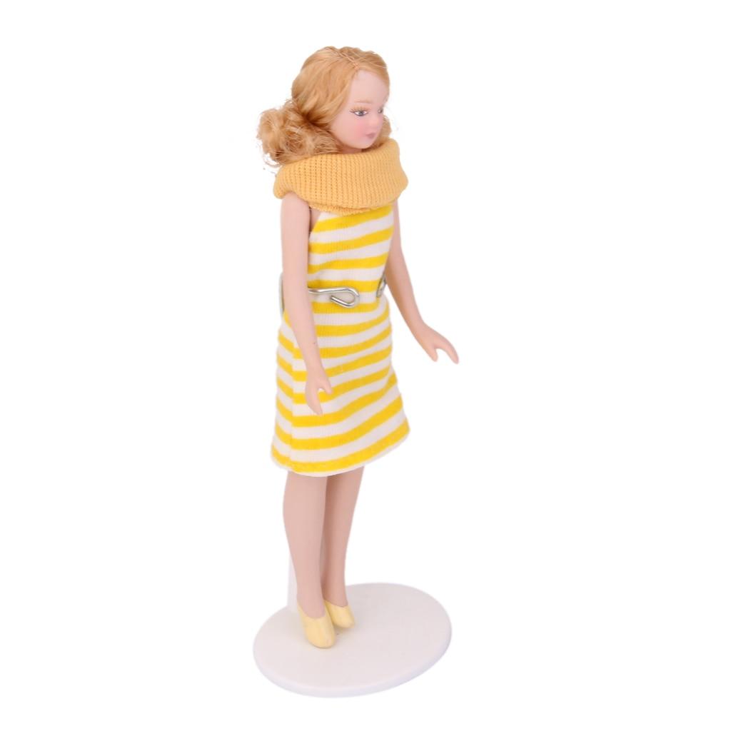 12th Skala Porzellan Frau Dame w/ Blonde Haar Puppen Haus Miniatur Figur