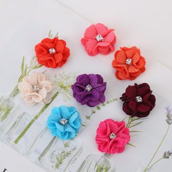 10 sztuk partia wiele kolorów Handmade mały materiałowy satynowe kwiaty z aplikacje z koralikami szycie wesele dodatki do odzieży kwiaty tanie i dobre opinie Sztuczne Kwiaty Kwiat Głowy Róża Włóknin Ślub 2 6cm 10Pcs lot Decorative Flowers Wreaths Rose