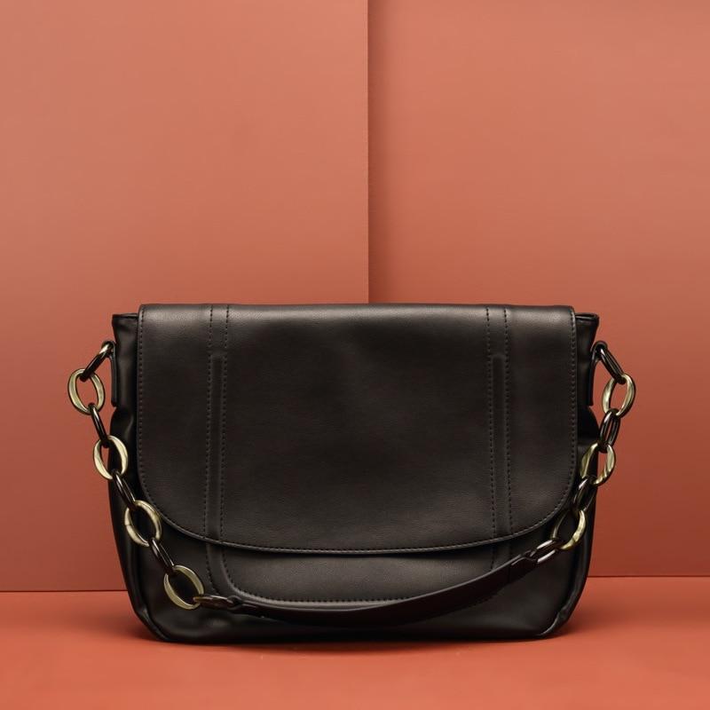 Leather Women's Pure Black Flip Texture Shoulder Slung Stray Chain Bulk Bag