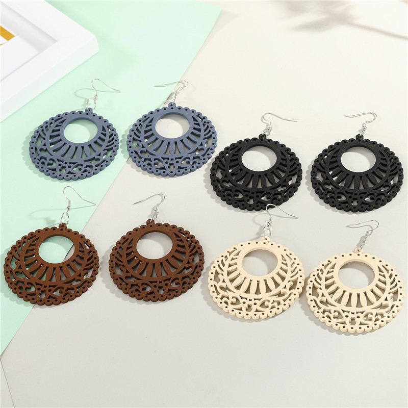 1Pair New Vintage Hollow Wooden Flower Drop Earrings For Womens Big Round Fashion Bohemian Simple Lines Dangle Earrings Jewelry