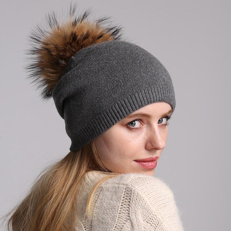 Трикотажная шапка-бини женская с помпоном