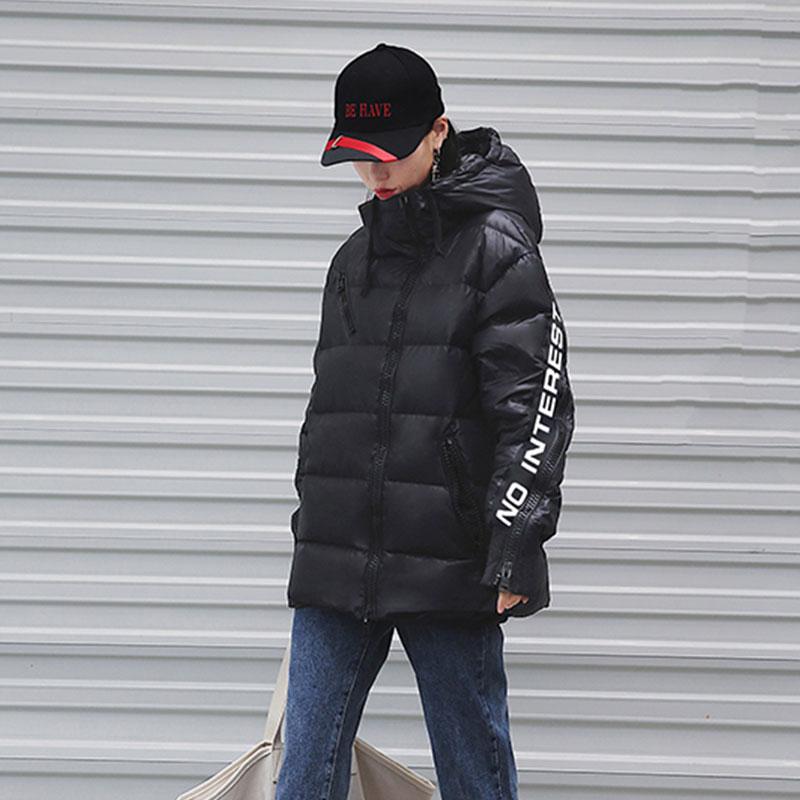 Kadın Giyim'ten Parkalar'de 2019 Kış Ceket Kadınlar Moda Mat Mektup Siyah Yastıklı Kadın Ceketler Gevşek Sıcak Pamuk Ceket kapüşonlu parka Kadın Dış Giyim H716'da  Grup 3
