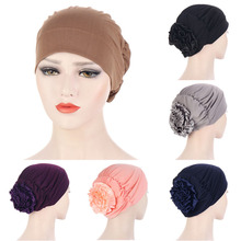Дамы большой цветок тюрбан шляпа новинка поступление эластичный мусульманский внутренний хиджаб кепки женщины% 27 тюрбан шляпа женщина голова накидки пододеяльник шляпа