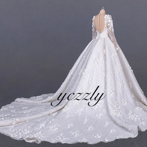 Image 4 - Saudi Arabic Wedding Gown Vintage V neck Long Sleeves Ball Gown Wedding Dress Plus Size Off White Lace Flowers Bride Dress YW276
