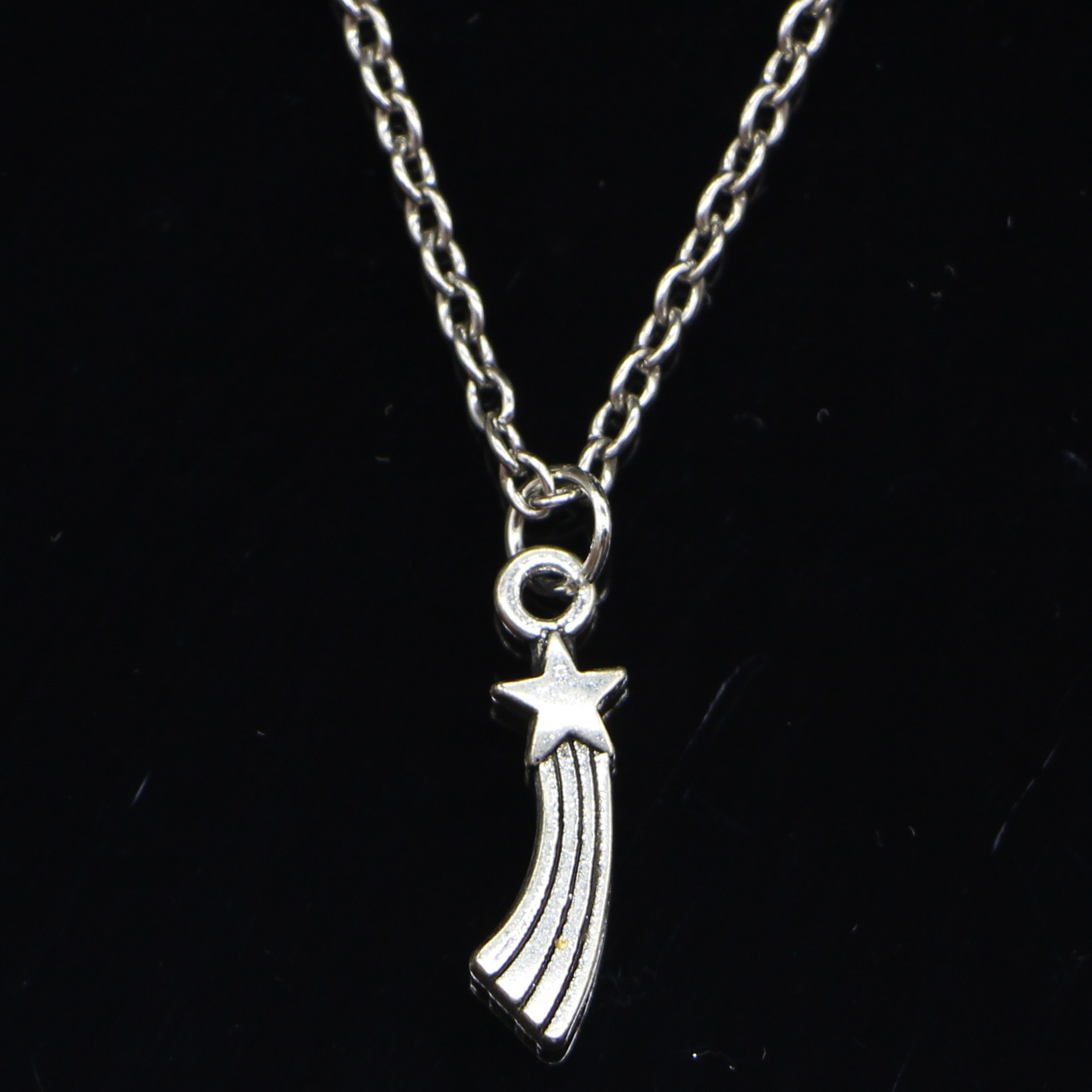 20pcs New Fashion Necklace 20x5mm shooting star Pendants Short Long Women Men Colar Gift Jewelry Choker
