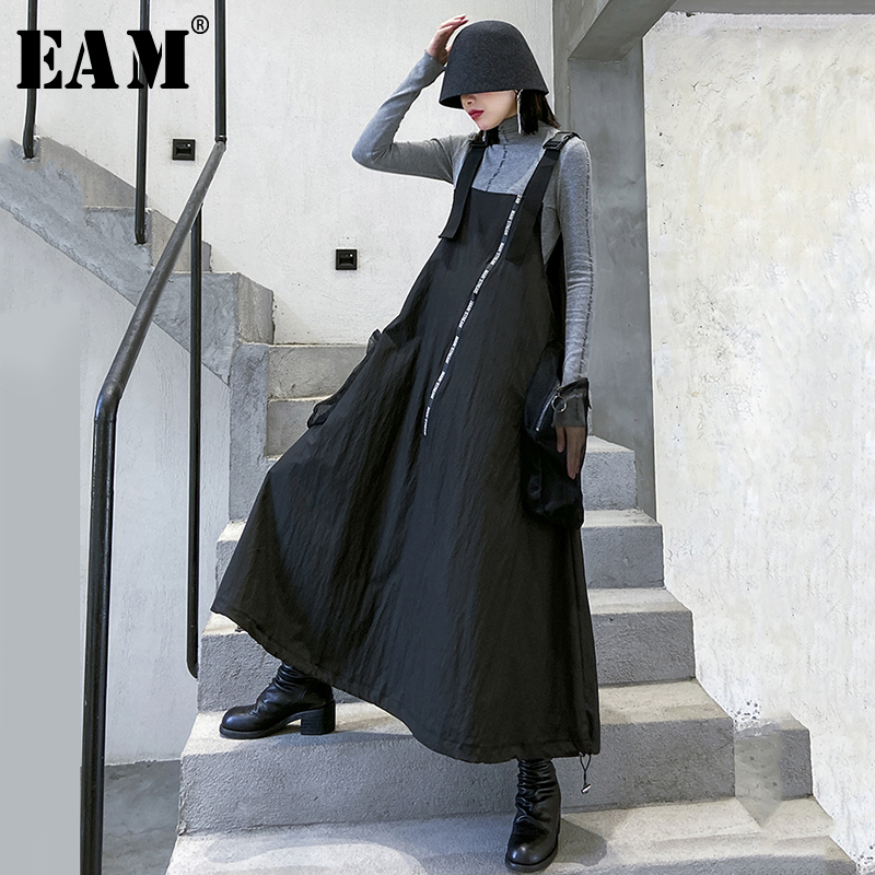 [EAM] Women Black Letter Big Pocket Spaghetti Strap Long Dress New Sleeveless Loose Fit Fashion Tide Spring Autumn 2020 1R497