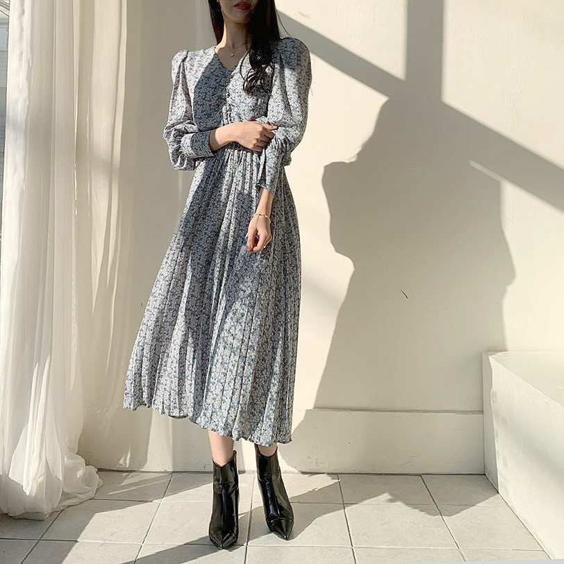H826df75efc1d4fedb941cd0b43c7cc8eg - Autumn V-Neck Long Sleeves Floral Print Pleated Midi Dress