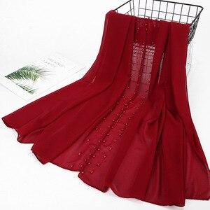 Image 3 - Bufanda de Chifón con perlas para mujer, hiyab con cuentas de Chifón con perlas lisas Rosas y rojas, Echarpe para mujer, Bufandas musulmanas de cabeza para el cabello, Bufandas 2020