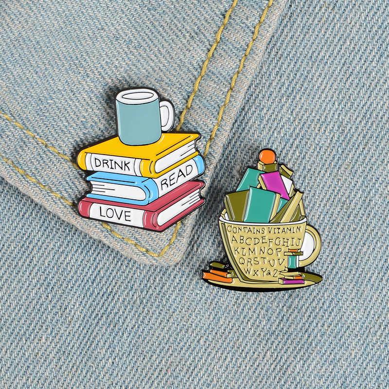 Moda karikatür kitap Metal emaye broş sevimli saat yıldızlı kedi Kitty kütüphane Pin kişilik Charm kostüm takı
