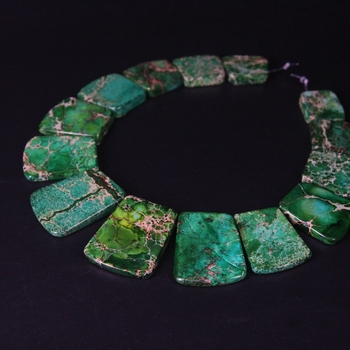 15 piezas de cuentas de losa trapezoidal perforada superior de Jaspers de impresión verde, Piedra del sedimento del océano collar graduado joyería de moda