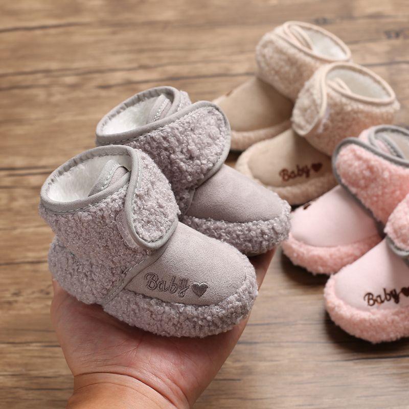 2019 осень-зима Новинка для новорожденных, для маленьких мальчиков ботинки для девочек милый узор любовное послание; Сезон Зима; бархатные