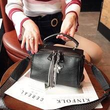Женская сумка с кисточкой новинка 2020 модная через плечо из