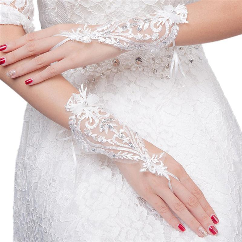 White Lace Gloves Bride Hollow Out Flower Wedding Gloves Women Fingerless Bridal Gloves For Bridal Wedding Dress Accessories