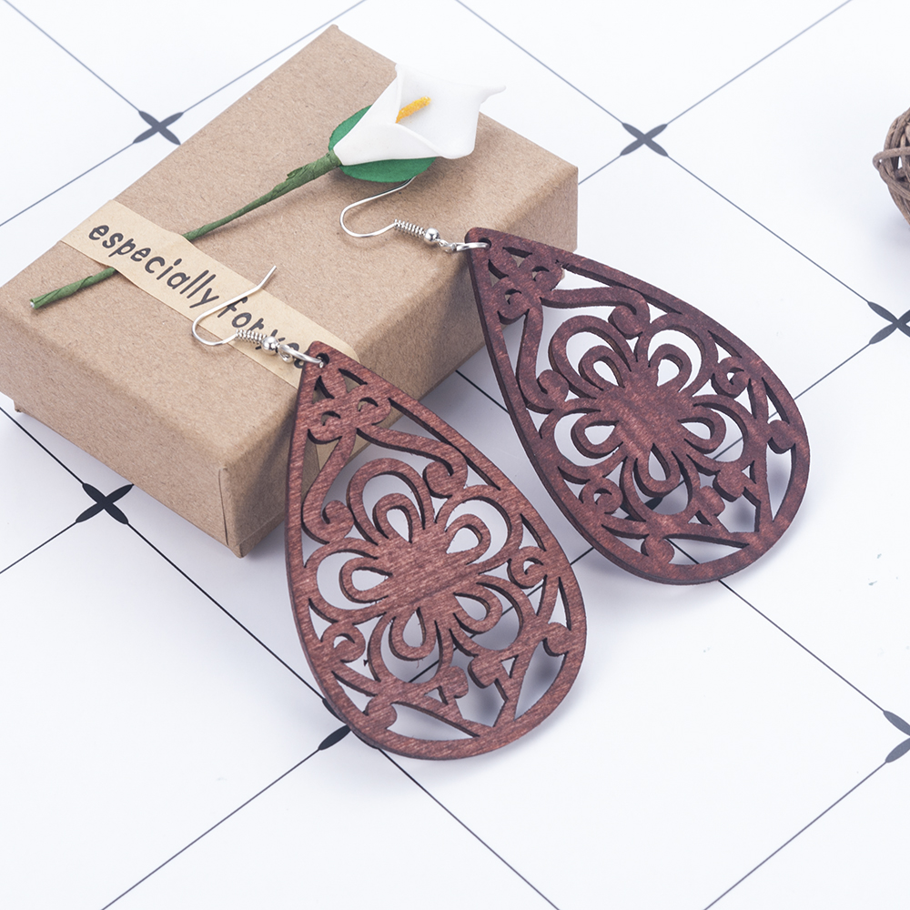 Wood Earrings brown Hollow Flower Pattern African Women Earrings Pendant arracadas de moda boucles d'oreilles femme jewelry