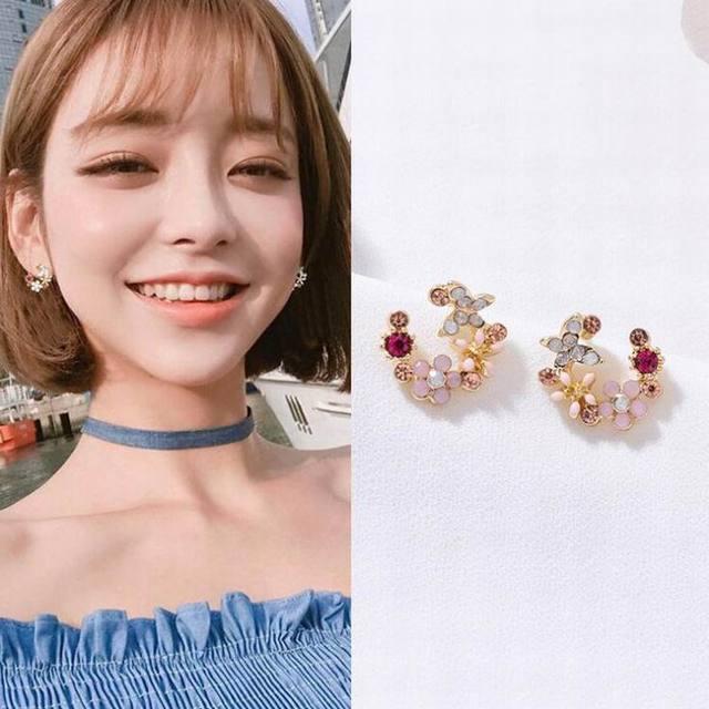 MENGJIQIAO 2018 Korean New Colorful Rhinestone Wreath Stud Earrings For Women Sweet Flower Shell Small Cirlce Brincos Gift 4