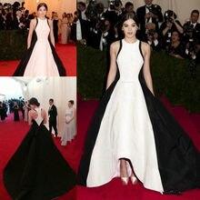 Golden Globe Robes De Soiree De Célébrités Hailee Steinfeld Noir Et Blanc Piste En Satijn Tapis Rouge Met Gala Hi-Lo Prom Robes