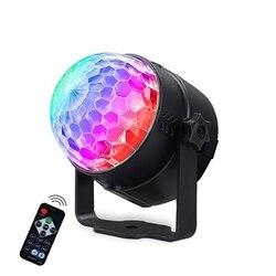 Aktywowana dźwiękiem obrotowa kula dyskotekowa oświetlenie imprezowe światło stroboskopowe oświetlenie sceniczne led RGB na boże narodzenie strona główna KTV Xmas pokaz weselny w Oświetlenie sceniczne od Lampy i oświetlenie na