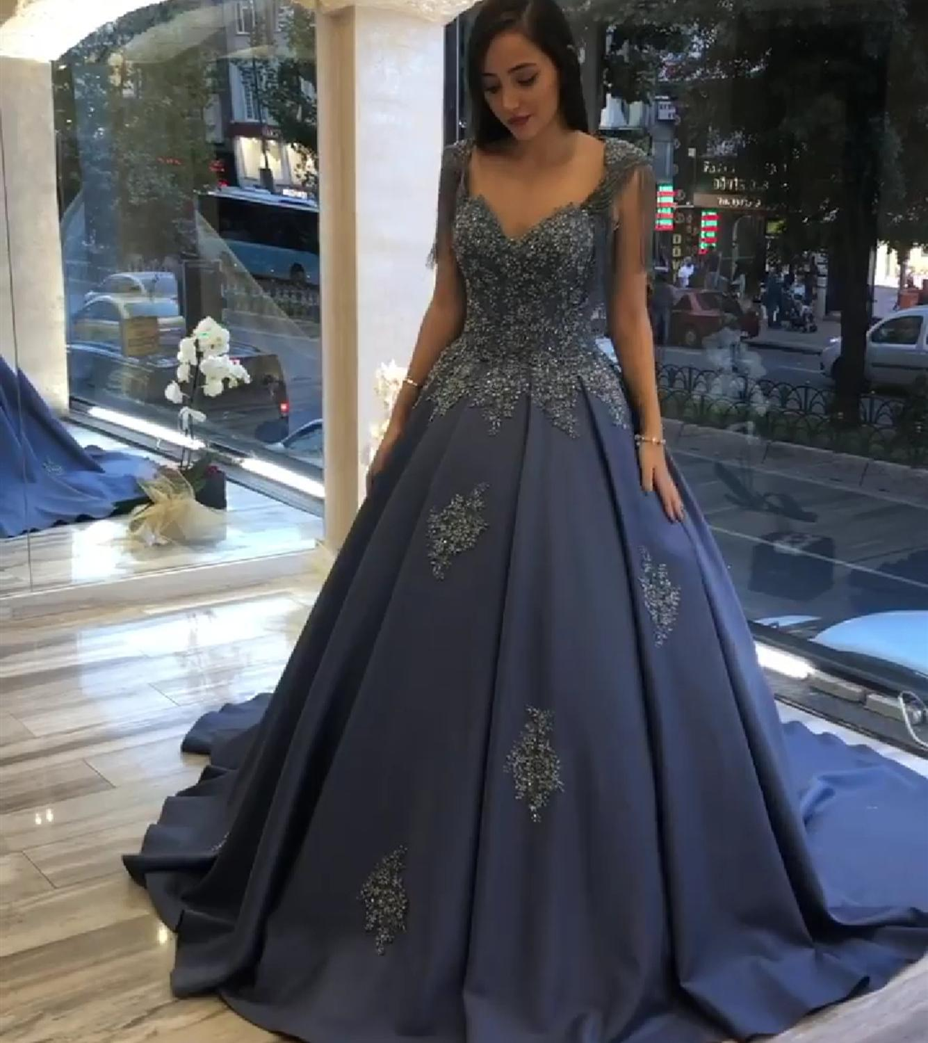 2019 New Muslim Dress Arabic Dubai Gown Satin Couture Muslim Evening Dresses Caps Sleeve A Line Lace Appliques Special Gowns
