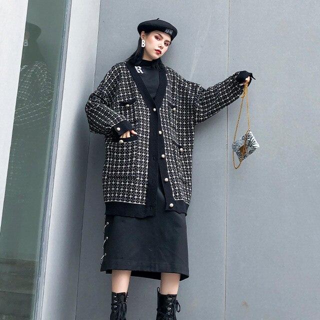 [EAM] black plaid big size Knitting Cardigan Sweater Loose Fit V-Neck Long Sleeve Women New Fashion Autumn Winter 2019 1K356 35