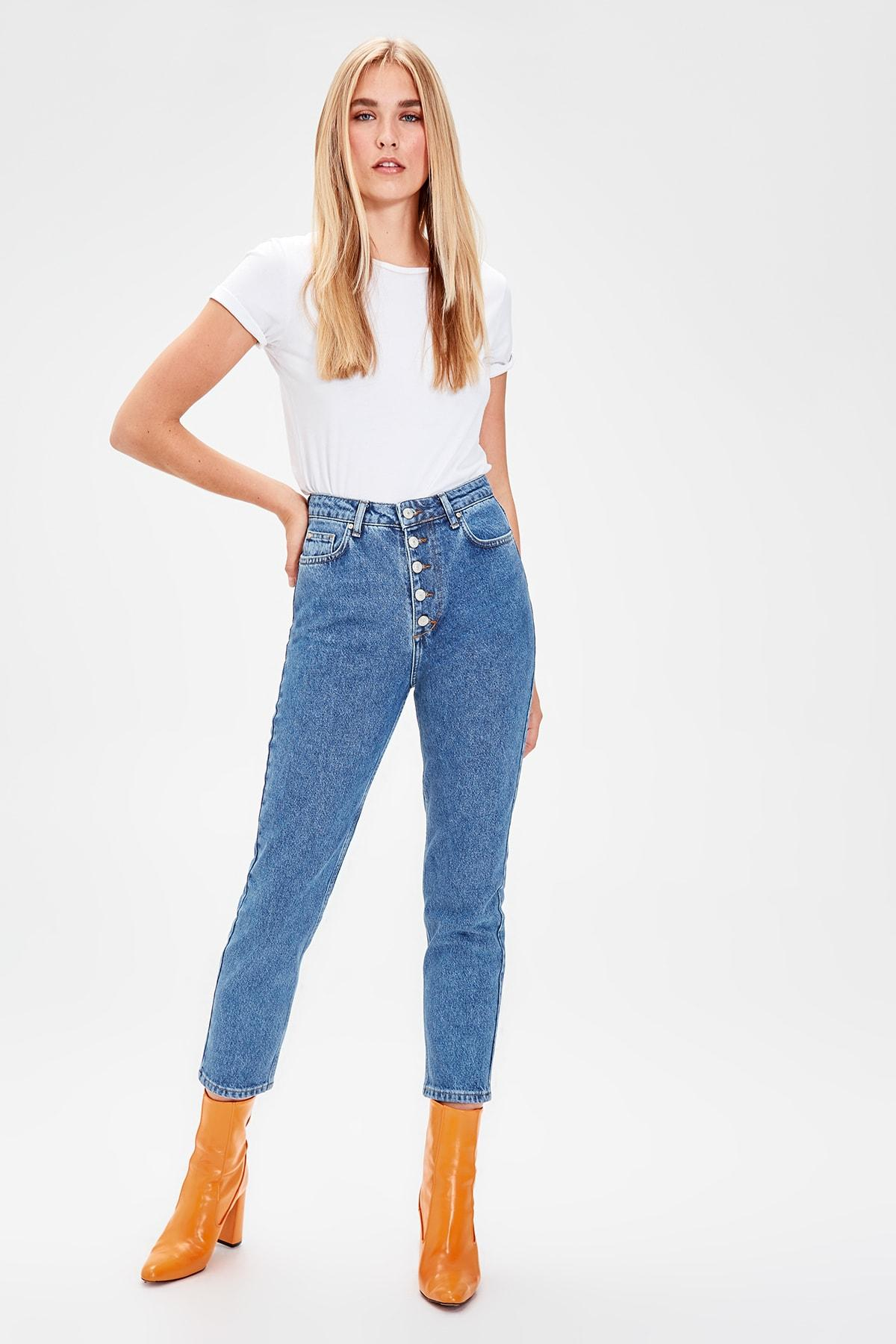 Trendyol Indigo Front Button High Waist Mom Jeans TWOAW20JE0050