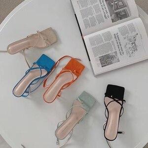 Sandalias de punta cuadrada para mujer, sandalias Clip dedos con cordones en el tobillo y tiras cruzadas, zapatos de gelatina de PVC, sandalias delgadas de tacón bajo a la moda para mujer para fiesta