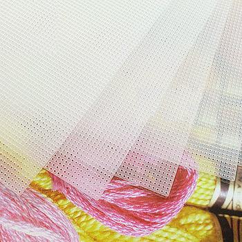 Najwyższa jakość 14CT przezroczysty z tworzywa sztucznego tkanina płócienna do haftu ozdoby ozdoby dzwonki wiatrowe dzwonki 28 #215 21 cm 1 sztuka tanie i dobre opinie XIANGYUANWU S SHOP-ZBYXZ Other Kanwa 100 poliester PAPER BAG Europa Składane piece 0 35kg (0 77lb ) 2cm x 20cm x 30cm (0 79in x 7 87in x 11 81in)