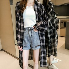 2019 Casual Loose Long Sleeve Blouse Coat New Women Plaid Shirts Single Breasted Fashion Lapel Sunscreen Women Long Shirt Korean oblique plaid lapel single breasted mens shirt