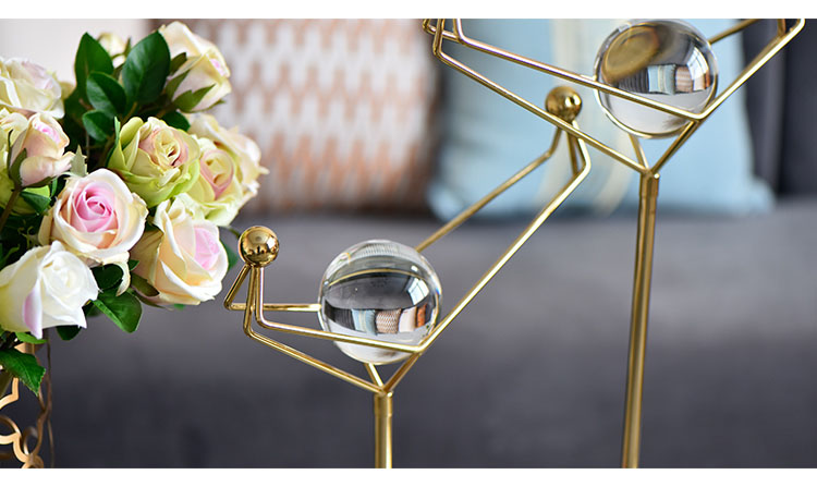 Crystal Ball In A Gold Metal Frame Sculpture Fashion Marble Creative Modern Marble Ornament Model Home Statue Home Decorations