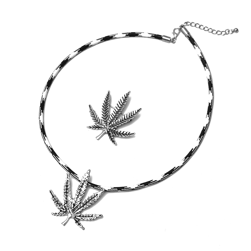 New Maple Leaf Style Hot Sale Simple Fashion Pop Necklace Pendant Combination Jewelry image