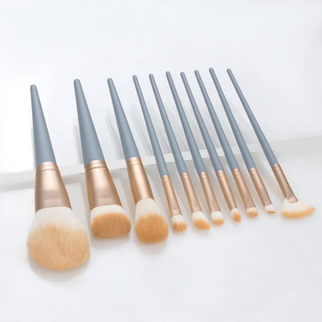 Купить набор профессиональных кистей для макияжа кисточки с синей деревянной картинки