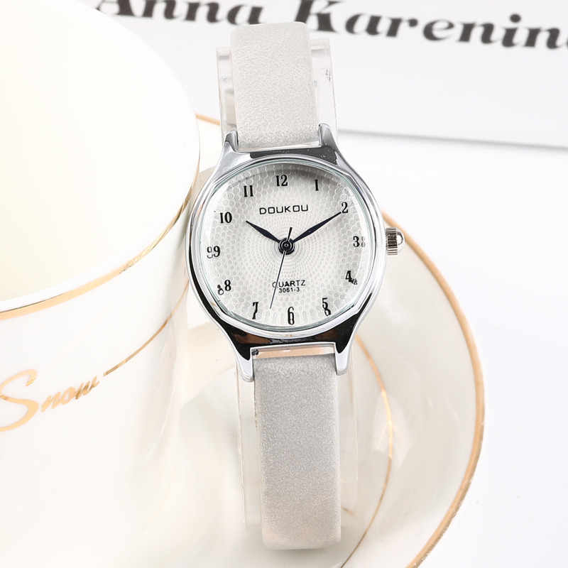 New Fashion Retro Vintage Leather Women Small Watches Designer Blue Pointer Simple Number Dial Fashion Ladies Quartz Wristwatch