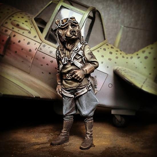 1/35  High 40mm Soviet Pilot (bear)  Resin Figure Model Kits Miniature Gk Unassembly Unpainted