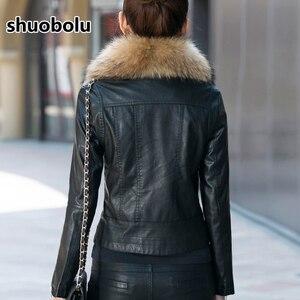 Image 2 - Mule natural oversized gola de pele da motocicleta jaqueta de couro 2020 novas mulheres inverno curto biker jaqueta tamanho grande roupas femininas