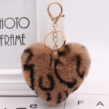 купить Heart Keychain Faux Rabbit Fur Ball Key Chain Pompom Leopard Print Keyring Toy Doll Heart Keychain Bag Tote Car Charm Pendant по цене 113.33 рублей