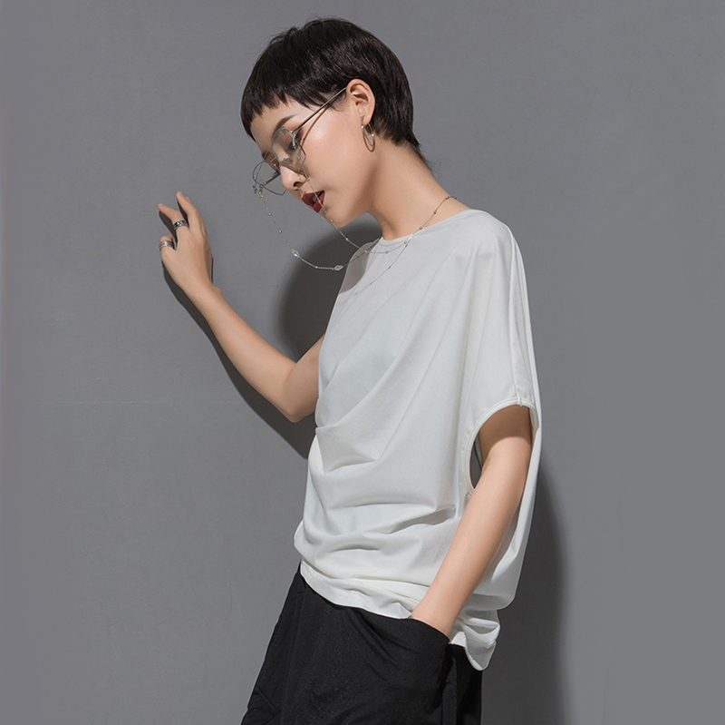 [EAM] 2020 New Spring Summer Round Neck Short Sleeve Black Irregular Fold Pleated Irregular T-shirt Women Fashion Tide JT616 2