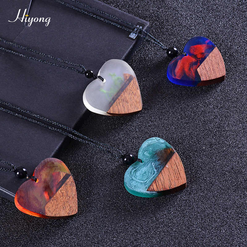 Fashion Vintage Heart-shaped Resin Wood Necklace Handmade Long Rope Wooden Pendants Necklace Jewelry for Men Women Birthday Gift