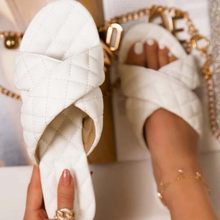 Sandálias femininas 2021 moda verão sapatos femininos fundo macio plana sandálias casuais ao ar livre indoor chinelos plus size flip flops