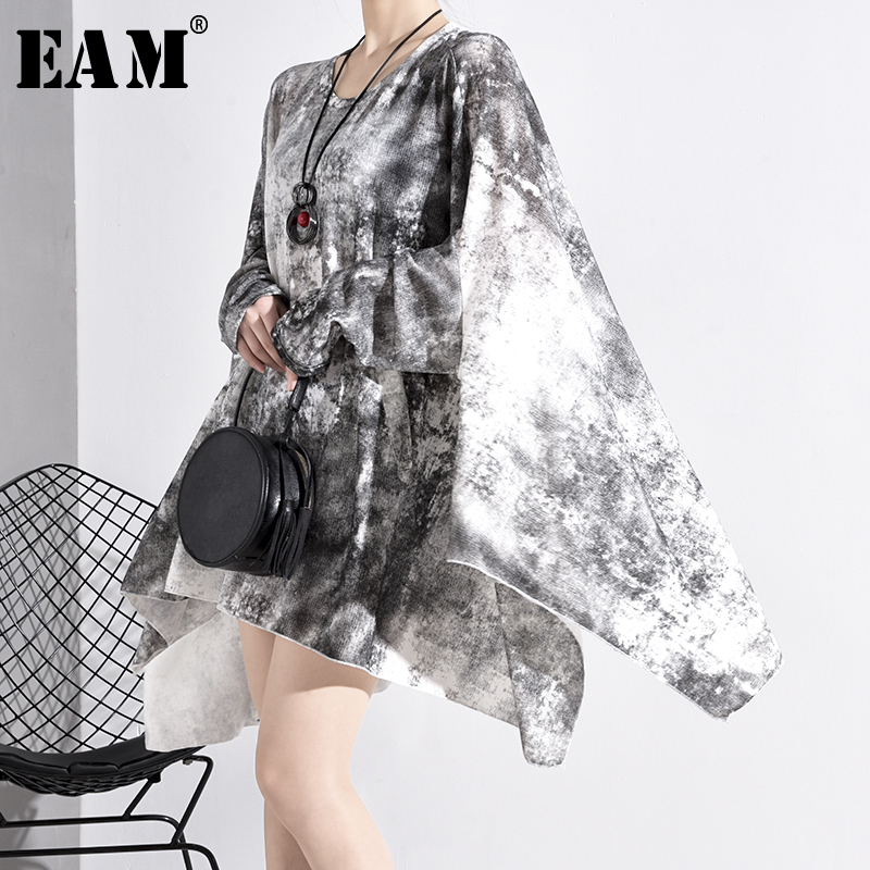 [EAM] Women Patten Printed Asymmetrical Oversized T-shirt New Round Neck Long Sleeve  Fashion Tide  Spring Autumn 2020 1N88800