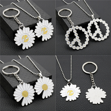 lovers kiss zinc alloy keychain silver pair Little Daisy Keychain Keys Hip Hop Korean DIY Metal Keyring Jewelry Bag Zinc Alloy Car Key Ring Flower Key Chains for Lovers