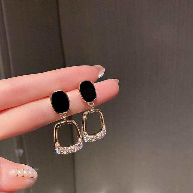 2021 Resplendent Square Earrings Advanced Fashion Euro American Pure Simple Earrings Queen's Temperament Earrings 1